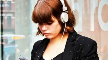 Efek Bahaya Sering Menggunakan Headset