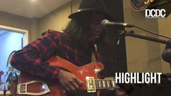 DCDC Substereo : Okky Ade Chandra Sejukan Pendengar Lokal Lewat Dawai Gitarnya