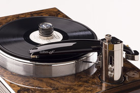 alat musik : turntable / pemutar piringan hitam