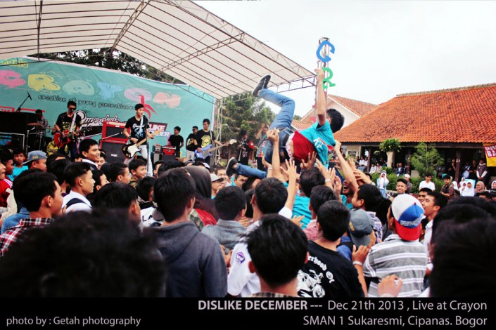 DISLIKE DECEMBER at Crayon SMAN 1 Sukaresmi