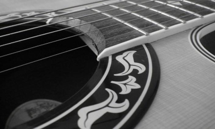 4 Gitar Produk Indonesia Yang Mendunia