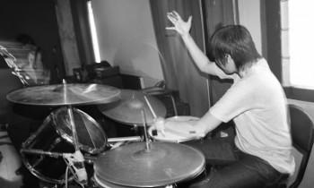 Drummer Cewe Dibalik We Shout Your Name
